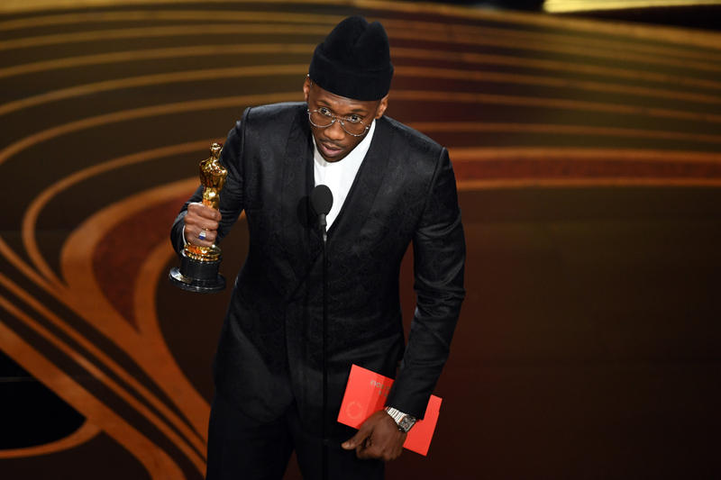 https___hypebeast.com_image_2019_02_mahershala-ali-best-supporting-actor-green-book-academy-awards-1