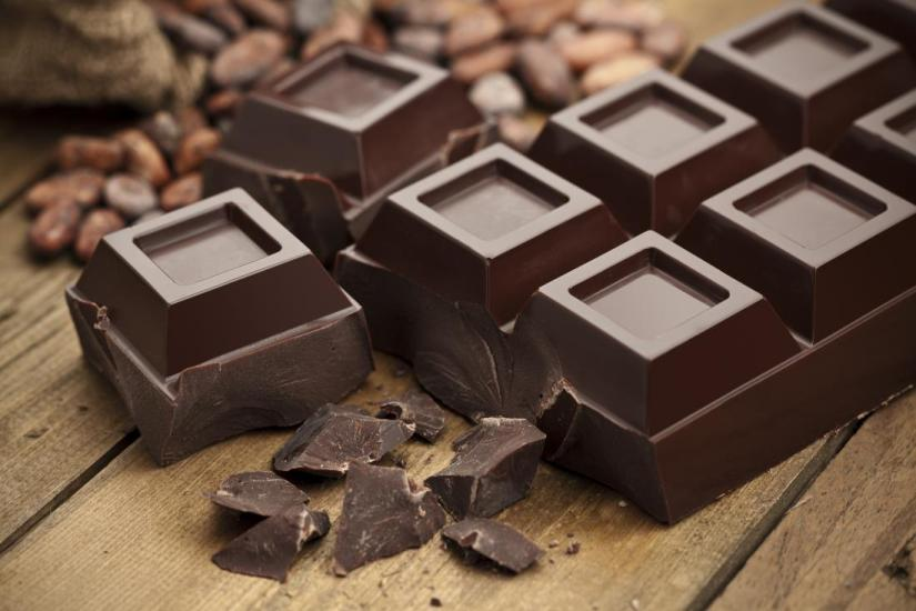 dark-chocolate-and-cocoa-beans-on-a-table